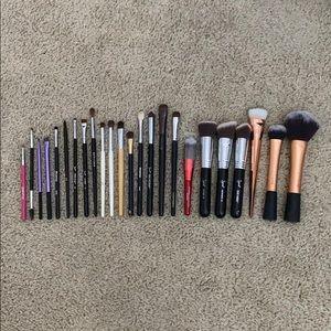 A Bundle of 24 Makeup Brushes Sephora, Sigma, Etc